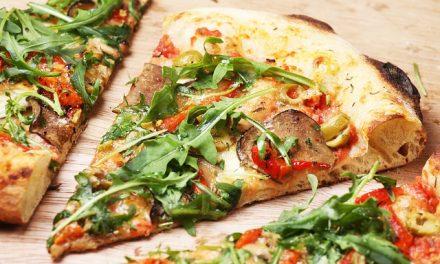 Veggie-Stammtisch: Pizza mit veganem Käse in der Pizzeria Pierrot